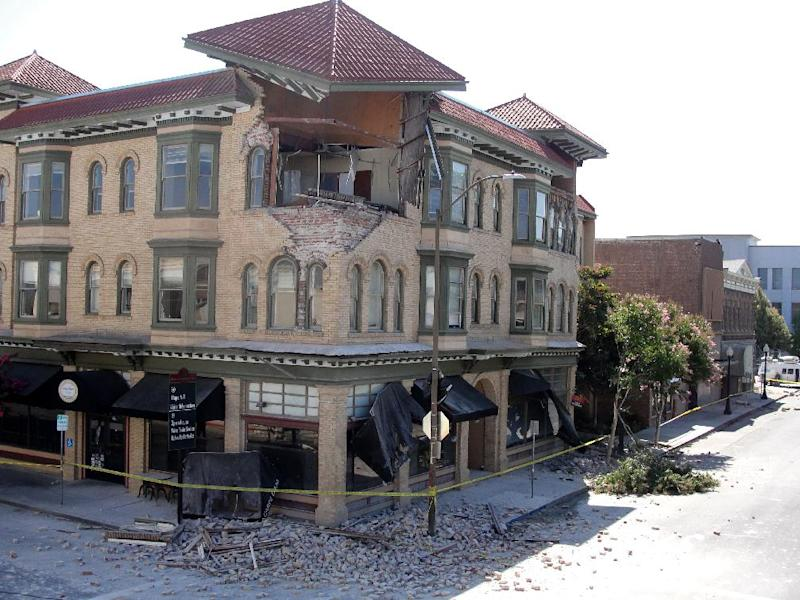 Earthquake damage is seen on a building in downtown Napa, California on August 24, 2014 (AFP Photo/Glen Chapman)