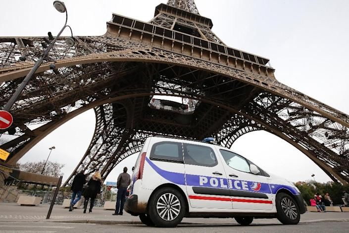 European capitals have reinforced security checks as governments held emergency cabinet meetings a day after multiple attacks in which more than 120 people were killed (AFP Photo/Francois Guillot)