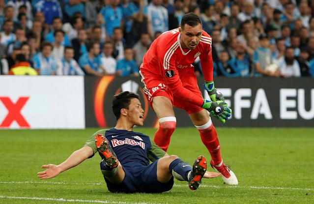 Soccer Football - Europa League Semi Final First Leg - Olympique de Marseille vs RB Salzburg - Orange Velodrome, Marseille, France - April 26, 2018 RB Salzburg's Hwang Hee-chan reacts as Marseille's Yohann Pele looks on REUTERS/Jean-Paul Pelissier