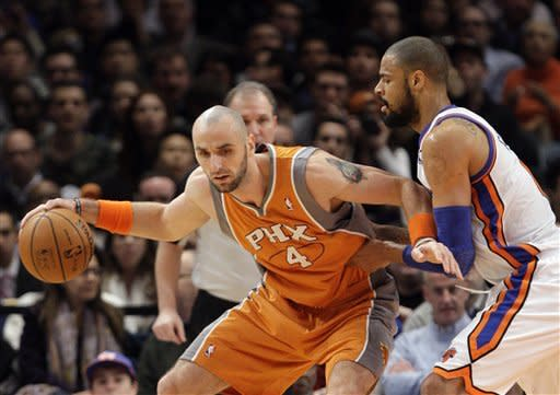Phoenix Suns' Marcin Gortat (4), of Poland, posts up New York Knicks' Tyson Chandler during the first half of an NBA basketball game on Wednesday, Jan. 18, 2012, in New York. (AP Photo/Frank Franklin II)