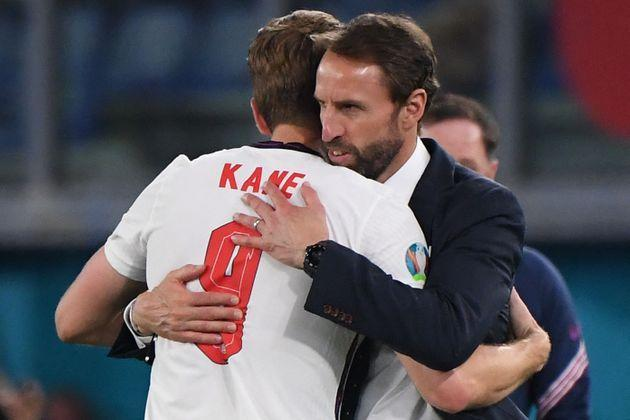England's coach Gareth Southgate (R) greets England's forward Harry Kane after being substituted during the UEFA EURO 2020 quarter-final football match between Ukraine and England. (Photo: ALBERTO LINGRIA via Getty Images)
