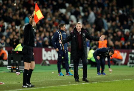 Soccer Football - FA Cup Third Round Replay - West Ham United vs Shrewsbury Town - London Stadium, London, Britain - January 16, 2018 West Ham United manager David Moyes reacts Action Images via Reuters/John Sibley