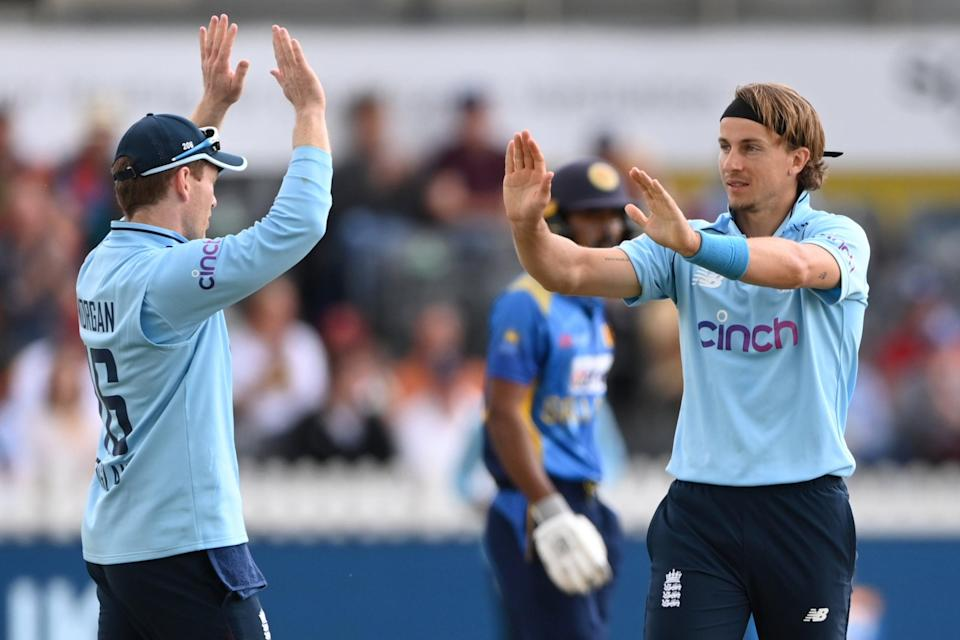 Eoin Morgan and Tom Curran celebrate a wicket (Getty Images)