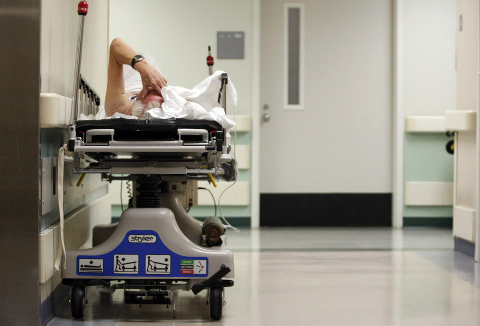 A patient waits in the hallway for a room to open up in the emergency room at Ben Taub General Hospital in Houston, Texas, July 27, 2009. Houston, the fourth-largest American city, is a case study in the extremes of the U.S. healthcare system.  It boasts the immense medical center that offers top-notch care at its 13 hospitals, but also has a higher ratio of uninsured patients than any major U.S. city: about 30 percent. To match feature USA-HEALTHCARE/TEXAS   REUTERS/Jessica Rinaldi (UNITED STATES SOCIETY HEALTH POLITICS)