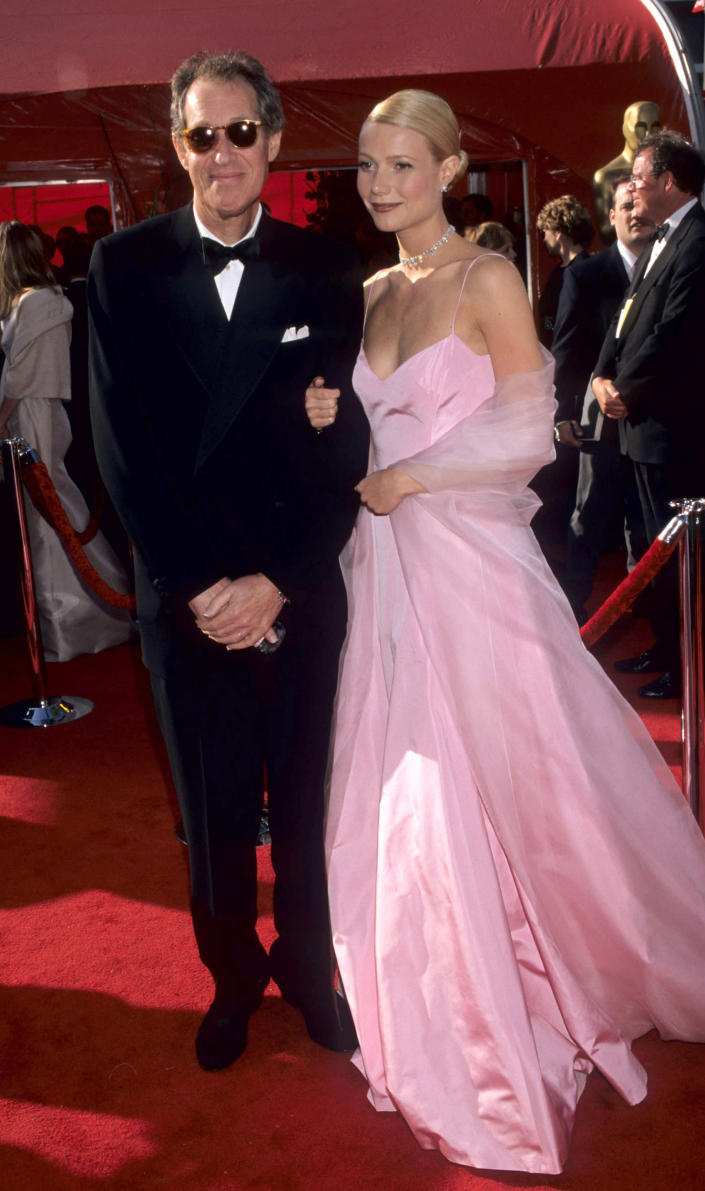 Bruce Paltrow accompanied daughter Gwyneth Paltrow at the 71st Annual Academy Awards, wherein she won the Best Actress Oscar. (Kevin.Mazur / WireImage)