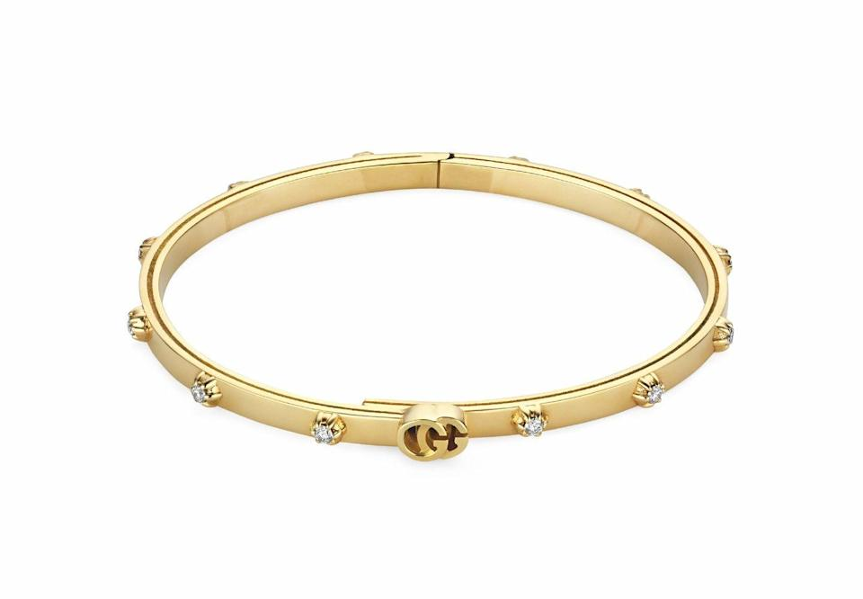 <p><em>GG Running</em> d'oro giallo e diamanti, <strong>Gucci</strong>.</p>