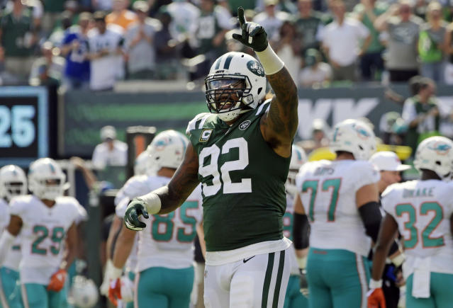 """<a class=""""link rapid-noclick-resp"""" href=""""/nfl/players/28394/"""" data-ylk=""""slk:Leonard Williams"""">Leonard Williams</a> and the <a class=""""link rapid-noclick-resp"""" href=""""/nfl/teams/nyj"""" data-ylk=""""slk:Jets"""">Jets</a> D held Miami to 13 points in a loss, and now get the baffling <a class=""""link rapid-noclick-resp"""" href=""""/nfl/teams/buf"""" data-ylk=""""slk:Buffalo Bills"""">Buffalo Bills</a> in Week 10. (AP Photo/Bill Kostroun, File)"""