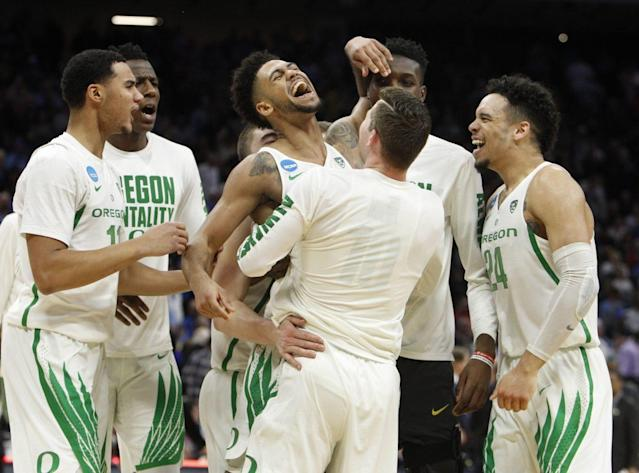 "Oregon's <a class=""link rapid-noclick-resp"" href=""/ncaab/players/131299/"" data-ylk=""slk:Tyler Dorsey"">Tyler Dorsey</a> has upped his game in the postseason so far. (AP)"