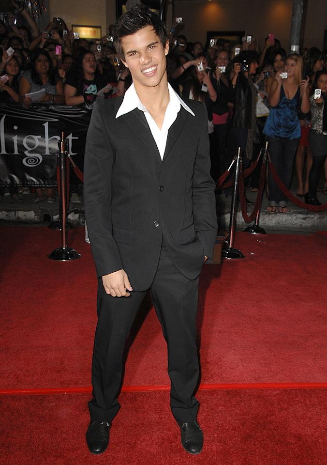 """WESTWOOD, CA - NOVEMBER 17: Taylor Lautner  arrives at the Los Angeles premiere of """"Twilight"""" at the Mann Village and Bruin Theaters on November 17, 2008 in Westwood, California. (Photo by Steve Granitz/WireImage)"""