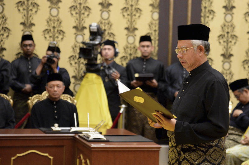 In this photo released by the Malaysian Information Department, Malaysian Prime Minister Najib Razak takes his oath of office at the National Palace in Kuala Lumpur, Monday, May 6, 2013. Malaysia's long-governing coalition, Razak's National Front coalition, won the national election with a weakened majority to extend its unbroken 56-year rule. (AP Photo/Malaysian Information Departmen, Wazari Wazir) EDITORIAL USE ONLY, NO SALES