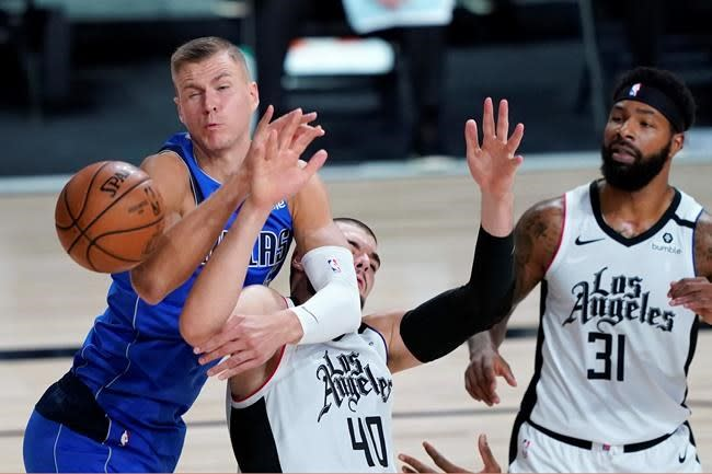 Mavs' Porzingis sits out Game 4 with sore knee; Doncic plays