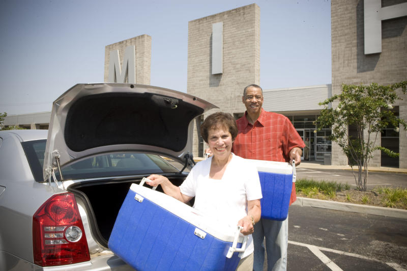 Each weekday at MIFA, over 100 volunteers deliver hot meals and smiles to Memphis area homebound seniors.