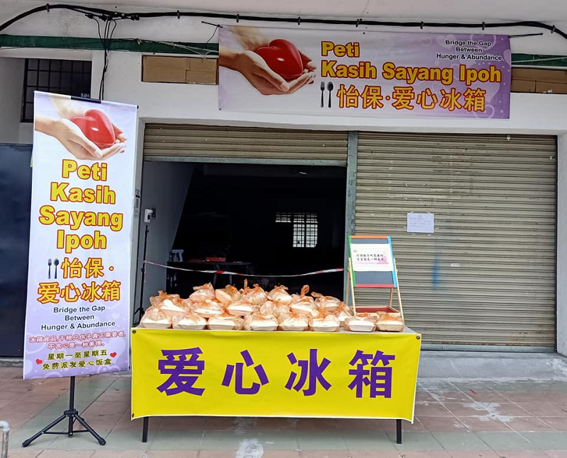 Starting with 50 packets of rice, Peti Kasih Sayang Ipoh now gives out 100 packets of rice to the needy daily. ― Picture via Facebook/Peti Kasih Sayang Ipoh