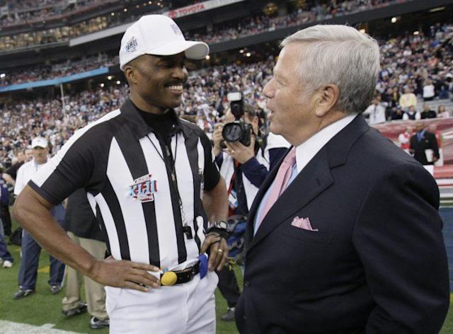 Referee Mike Carey chats with Patriots owner Robert Kraft before Super Bowl XLII. (AP)