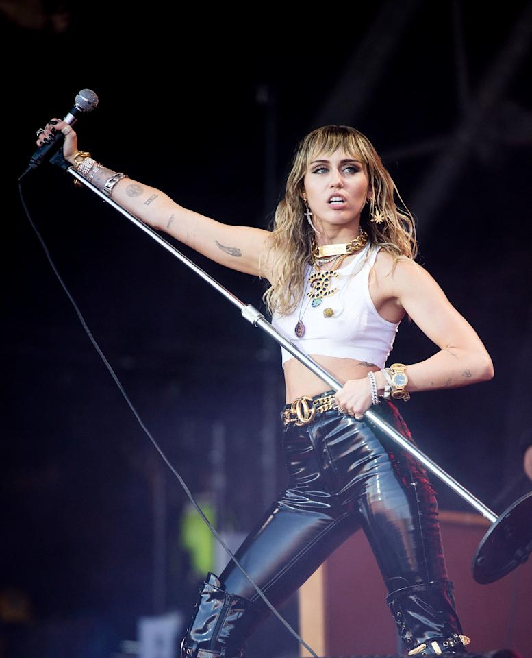"""The singer took the stage in tight leather pants, a white crop top and plenty of accessories, but her engagement ring and wedding bands were nowhere to be found. Earlier in June, Hemsworth and Cyrus were both <a href=""""https://www.eonline.com/uk/news/1063956/all-the-clues-miley-cyrus-and-liam-hemsworth-were-headed-for-a-split-after-marriage"""">photographed without their rings</a> while on a shopping trip in Los Angeles."""