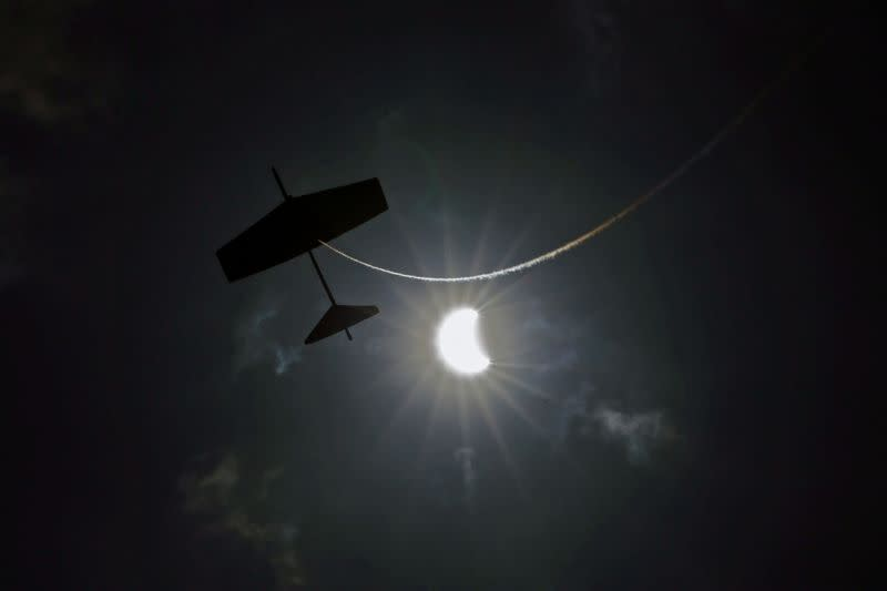'Ring of fire' eclipse enthrals skywatchers in Middle East, Asia