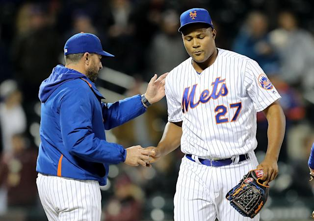 """NEW YORK, NEW YORK - APRIL 30: Manager Mickey Callaway of the <a class=""""link rapid-noclick-resp"""" href=""""/mlb/teams/ny-mets/"""" data-ylk=""""slk:New York Mets"""">New York Mets</a> pulls <a class=""""link rapid-noclick-resp"""" href=""""/mlb/players/9299/"""" data-ylk=""""slk:Jeurys Familia"""">Jeurys Familia</a> #27 in the ninth inning against the <a class=""""link rapid-noclick-resp"""" href=""""/mlb/teams/cincinnati/"""" data-ylk=""""slk:Cincinnati Reds"""">Cincinnati Reds</a> at Citi Field on April 30, 2019 in Flushing neighborhood of the Queens borough of New York City.The New York Mets defeated the Cincinnati Reds 4-3 in 10 innings. (Photo by Elsa/Getty Images)"""
