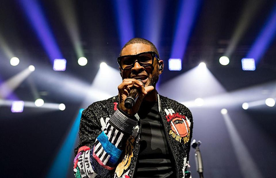 Usher sings on stage