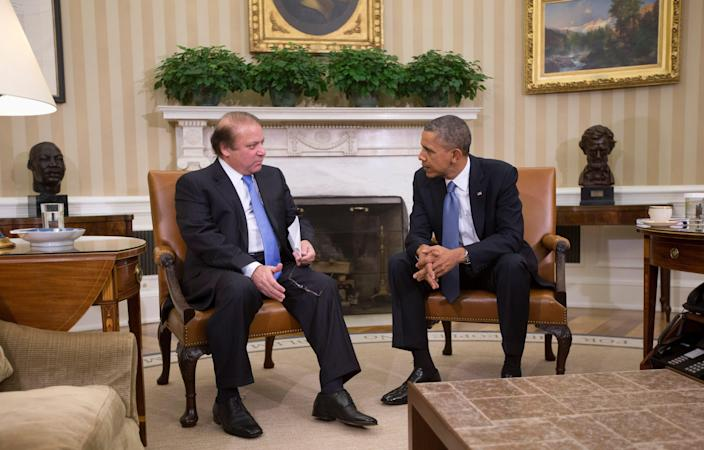 President Barack Obama meets with Pakistan Prime Minister Nawaz Sharif in the Oval Office in 2013, flanked by busts of Martin Luther King Jr. and Abraham Lincoln.