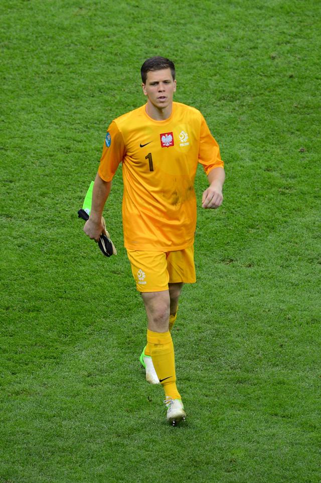 WARSAW, POLAND - JUNE 08: Wojciech Szczesny of Poland is sent off after fouling Dimitris Salpigidis of Greeceduring the UEFA EURO 2012 group A match between Poland and Greece at The National Stadium on June 8, 2012 in Warsaw, Poland. (Photo by Shaun Botterill/Getty Images)