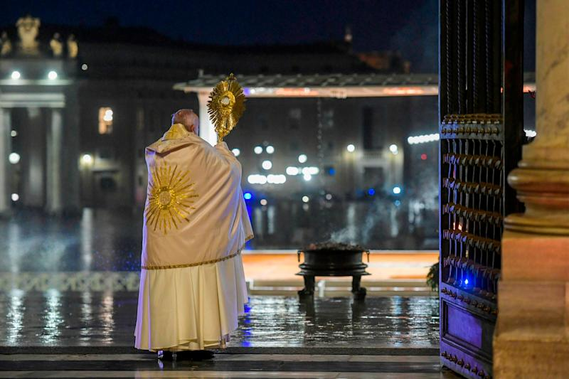 Pope Francis gives the Urbi et orbi blessing after presiding over a moment of prayer in St Peter's Square. March 27, 2020