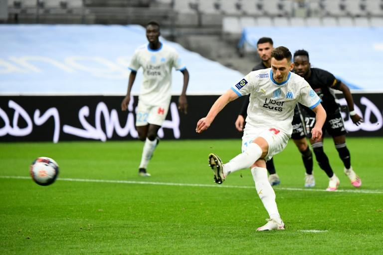 Milik scored his second goal for Marseille from the penalty spot