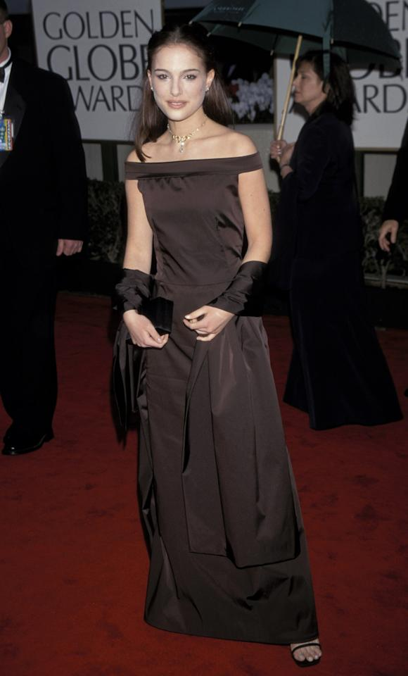 The <em>Black Swan</em> actress kept her look simple in an off-the-shoulder chocolate gown with matching wrap.