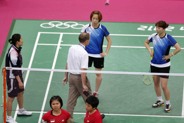 "Tournament referee Torsten Berg (3rd R) speaks to players from South Korea (in blue) and Indonesia (in red) during their women's doubles group play stage Group C badminton match during the London 2012 Olympic Games at the Wembley Arena July 31, 2012. The four players from the match are among eight female players charged by the World Badminton Federation with misconduct on Wednesday after four Olympic doubles teams had attempted to ""throw"" matches to secure a more favourable draw later in the tournament. The players involved in Tuesday's matches were China's world champions Wang Xiaoli and Yu Yang, Indonesia's Greysia Polii (bottom L) and Meiliana Jauhari (bottom R) and two South Korean pairs - Jung Kyung-eun and Kim Ha-na, and Ha Jung-eun (top R) and Kim Min Jung (top L). Picture taken July 31, 2012. REUTERS/Bazuki Muhammad (BRITAIN - Tags: SPORT BADMINTON SPORT OLYMPICS)"