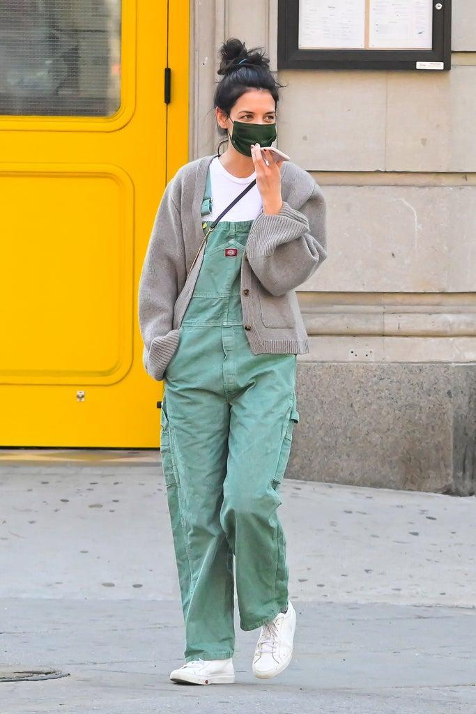 03/11/2021 EXCLUSIVE: Katie Holmes is pictured on a solo stroll in New York City. The 42 year old actress wore a green face mask, white t-shirt, brown cardigan, green Dickies overalls, and white trainers. sales@theimagedirect.com Please byline:TheImageDirect.com *EXCLUSIVE PLEASE EMAIL sales@theimagedirect.com FOR FEES BEFORE USE