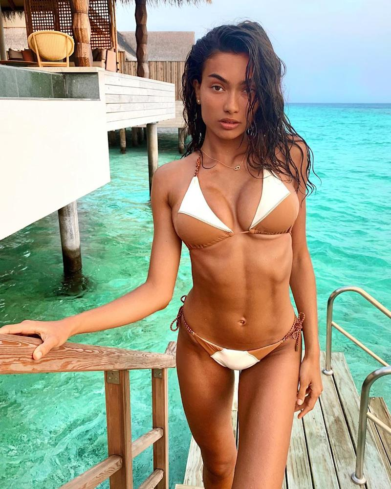 Kelly Gale's fans were left confused thanks to the optical illusion given by her bikini. Photo: Instagram/Kelly Gale