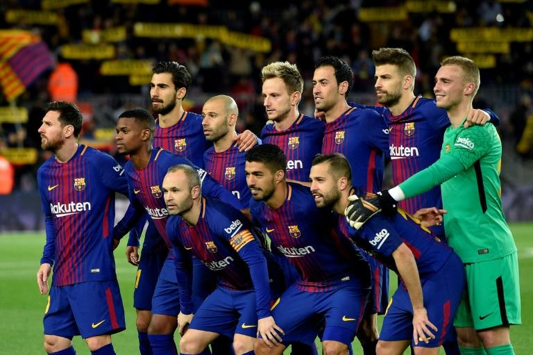 Barcelona players pose before the Spanish Copa del Rey round of 16 second leg football match against  Celta Vigo at the Camp Nou stadium in Barcelona January 11, 2018