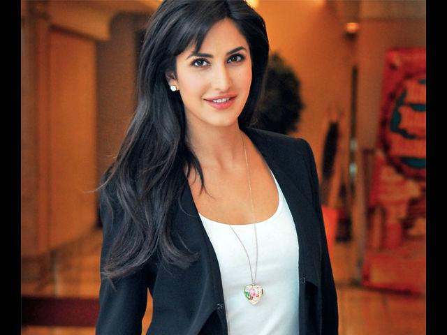 <b>2. Katrina Kaif</b><br>The girl you'd love to take home to your mother, Katrina is known for her perfect features. Although her style gets a bit monotonous, she never fails to look splendid in any attire.