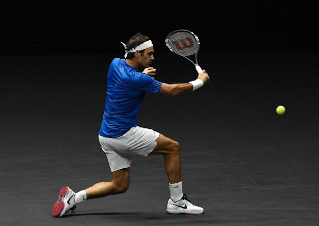 Roger Federer of Team Europe returns a ball to Nick Kyrgios of Team World during third day of Laver Cup on September 24, 2017 in O2 Arena in Prague (AFP Photo/Michal Cizek)