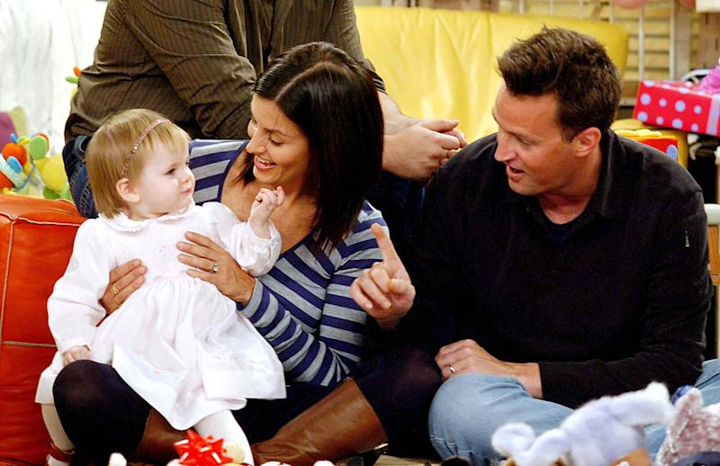 "Emma, Monica und Chandler in ""Friends"" (Bild: ddp/interTOPICS/Globe Photos)"