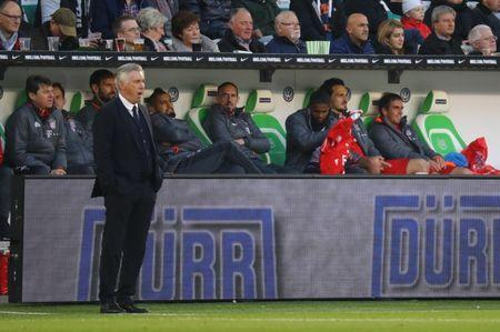 Football Soccer - VFL Wolfsburg v Bayern Munich - Bundesliga - Volkswagen Arena, Wolfsburg, Germany - 29/4/17 Bayern Munich's Arturo Vidal and Franck Ribery sit on the bench as Carlo Ancelotti looks on Reuters / Kai Pfaffenbach Livepic