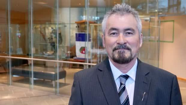 MLA Ron Bonnetrouge encouraged the health minister to establish non-government positions for alcohol counselling in communities.