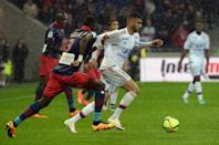 Ajaccio's defender Issiaga Sylla (L) vies with Lyon's Algerian midfielder Rachid Ghezzal (R) during the French L1 match in Decines-Charpieu on April 30, 2016 (AFP Photo/Jean-Philippe Ksiazek)