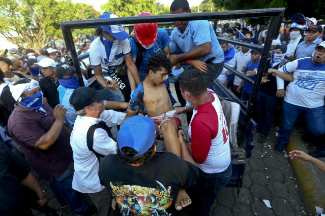 <p>A man who was shot and wounded is loaded on the back of a pick-up truck to get medical attention during a march against Nicaragua's President Daniel Ortega in Managua, Nicaragua, Wednesday, May, 30, 2018. (Photo: Esteban Felix/AP) </p>