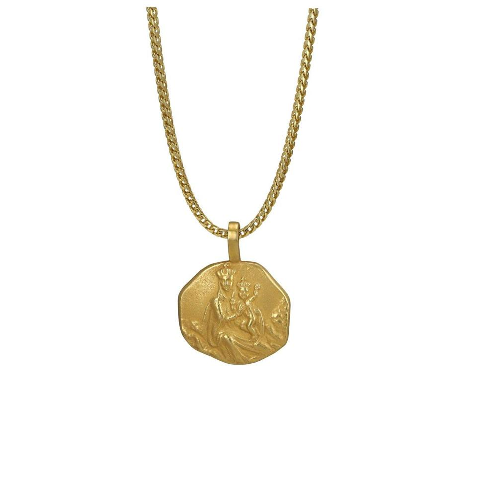 "<p>18k yellow gold, 22″ chain, weight 34.7g.<br>(Photo: <a href=""https://yeezysupply.com/products/s4011"" rel=""nofollow noopener"" target=""_blank"" data-ylk=""slk:Yeezy Supply"" class=""link rapid-noclick-resp"">Yeezy Supply</a>) </p>"