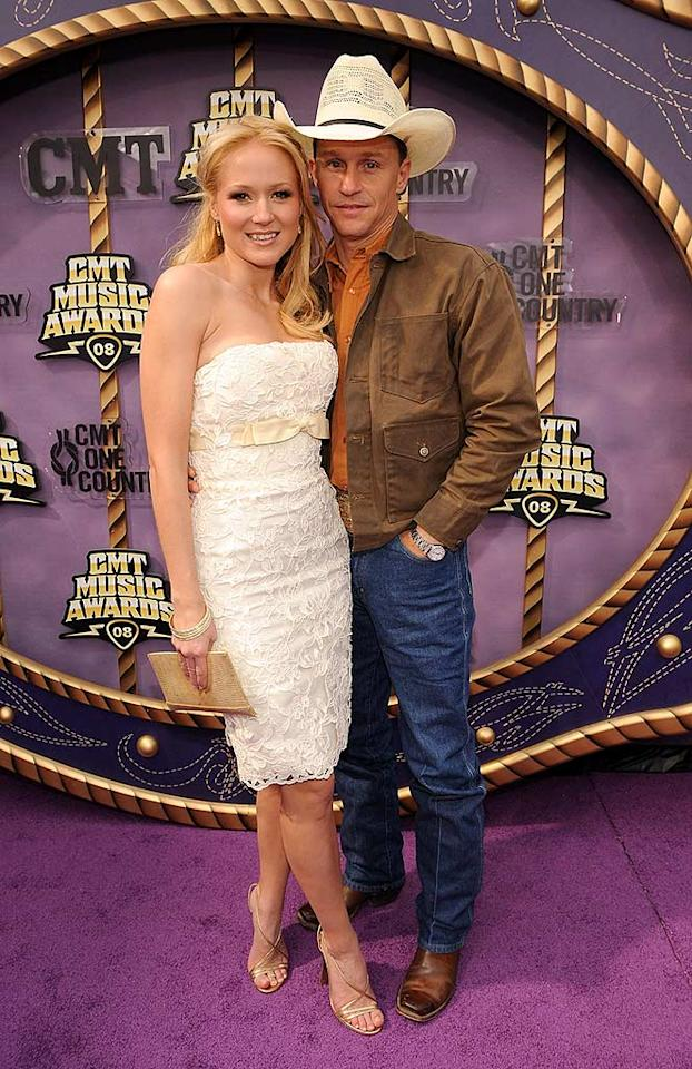 """Jewel's was lovely in lace next to her boyfriend, former rodeo cowboy Ty Murray. Rick Diamond/<a href=""""http://www.wireimage.com"""" target=""""new"""">WireImage.com</a> - April 14, 2008"""
