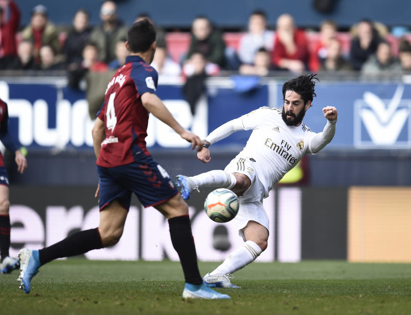 PAMPLONA, SPAIN - FEBRUARY 09: Isco of Real Madrid scores his team's first goal during the La Liga match between CA Osasuna and Real Madrid CF at El Sadar Stadium on February 09, 2020 in Pamplona, Spain. (Photo by Juan Manuel Serrano Arce/Getty Images)