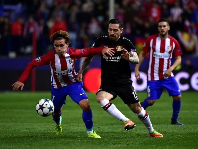 Atletico Madrid's forward Antoine Griezmann vies with Leverkusen's defender Roberto Hilbert (R) during the UEFA Champions League round of 16 second leg football match March 15, 2017