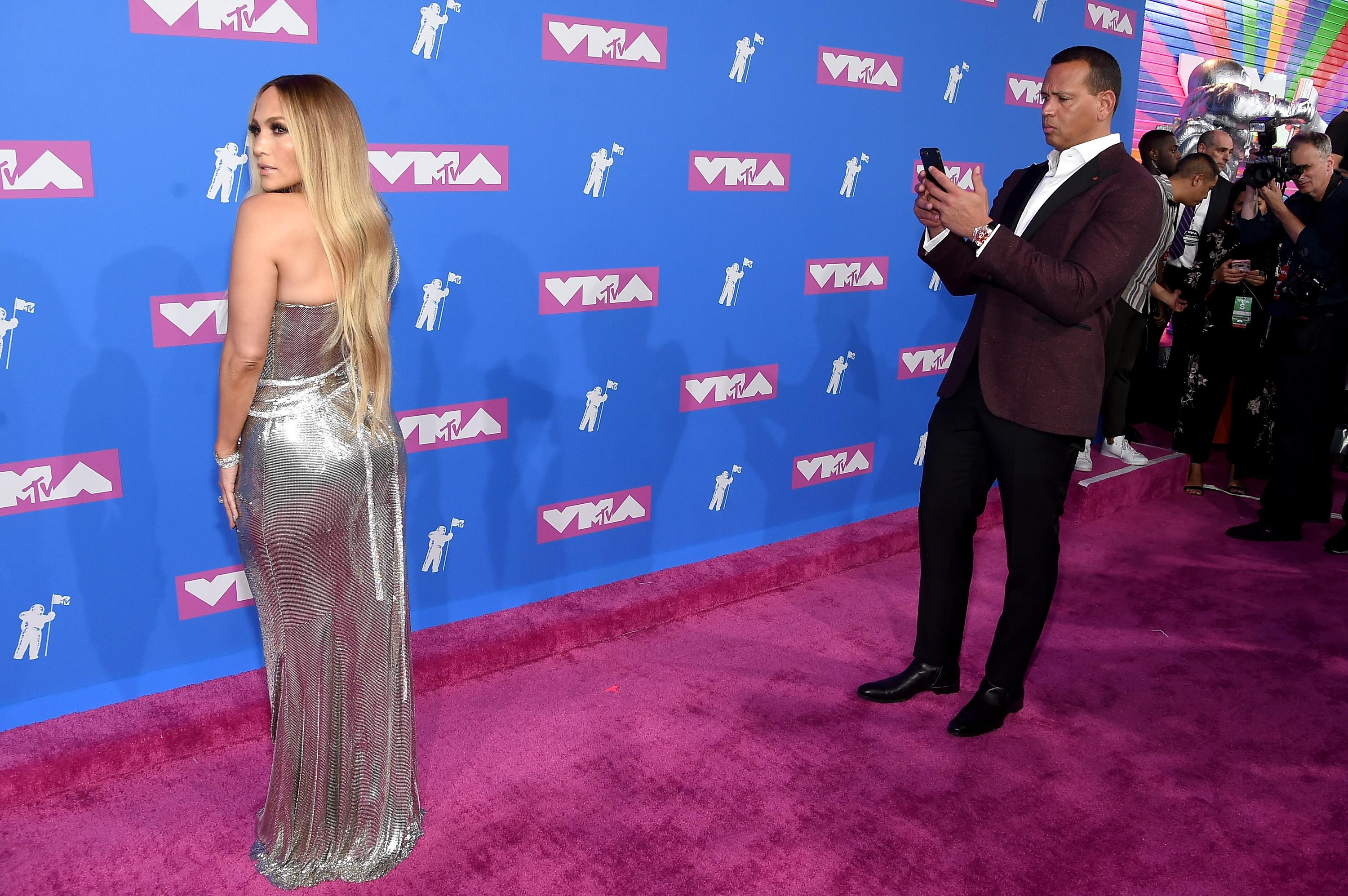 Alex Rodriguez admiring Jennifer Lopez on the red carpet