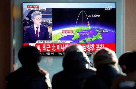 People watch a television broadcast of a news report on North Korea firing what appeared to be an intercontinental ballistic missile (ICBM) that landed close to Japan, in Seoul, South Korea, November 29, 2017.  REUTERS/Kim Hong-Ji
