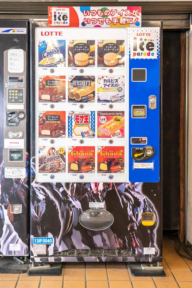 """Easley didn't preselect the vending machines he photographed. """"I didn't really have a plan as such; I just kept my eyes peeled,"""" he says. He spotted this ice cream machine in Shimokitazawa, Tokyo."""