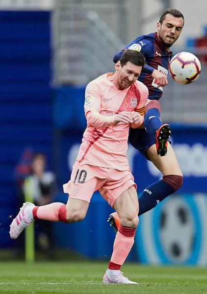 Barcelona's Lionel Messi, left, duels for the ball against Eibar's Joan Jordan during a Spanish La Liga soccer match at the Ipurua stadium, in Eibar, northern Spain, Sunday, May 19, 2019. (AP Photo/Ion Alcoba)