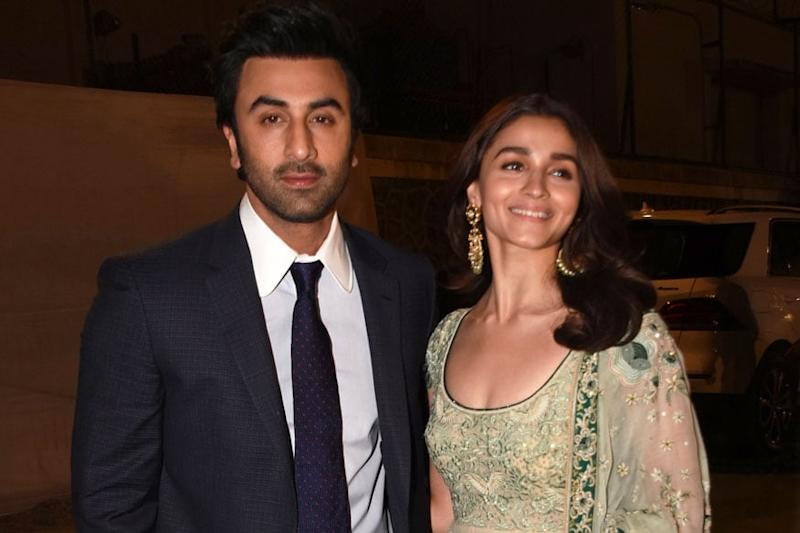 Alia Bhatt Gets Clicked in Gorgeous Yellow Attire at Beau Ranbir Kapoor's Residence, See Pics