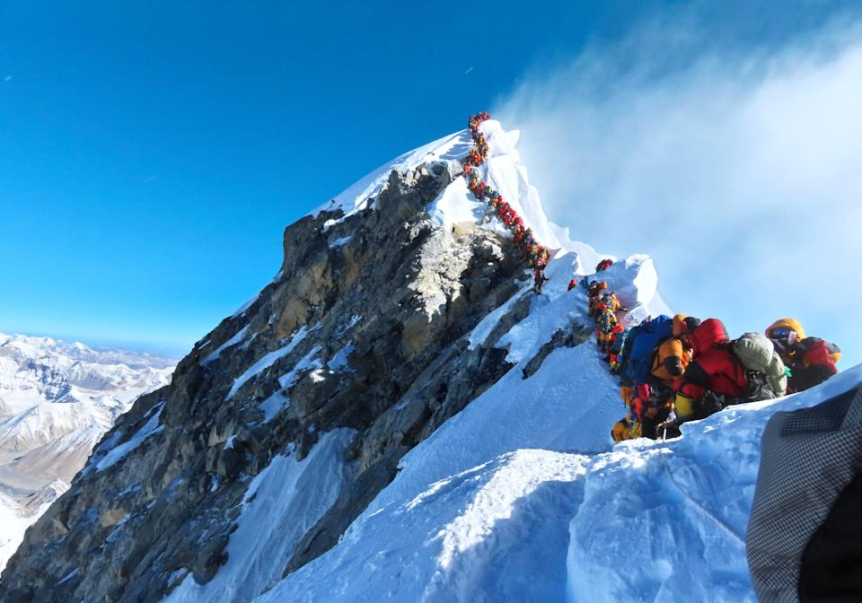 The viral photograph, a prelude to Everest's deadliest day in years.