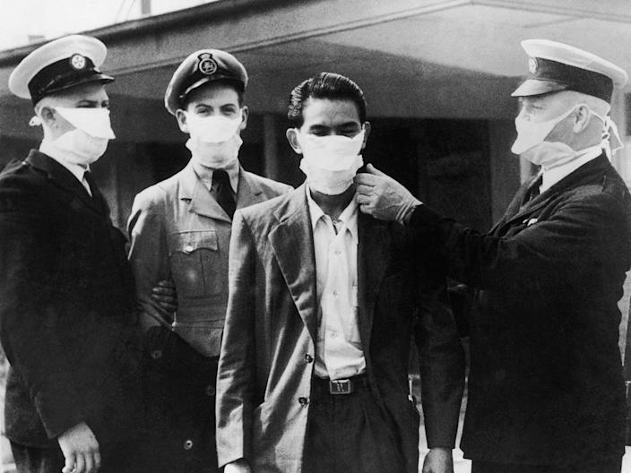 Flu infected people at the Sydney airport, 1951.
