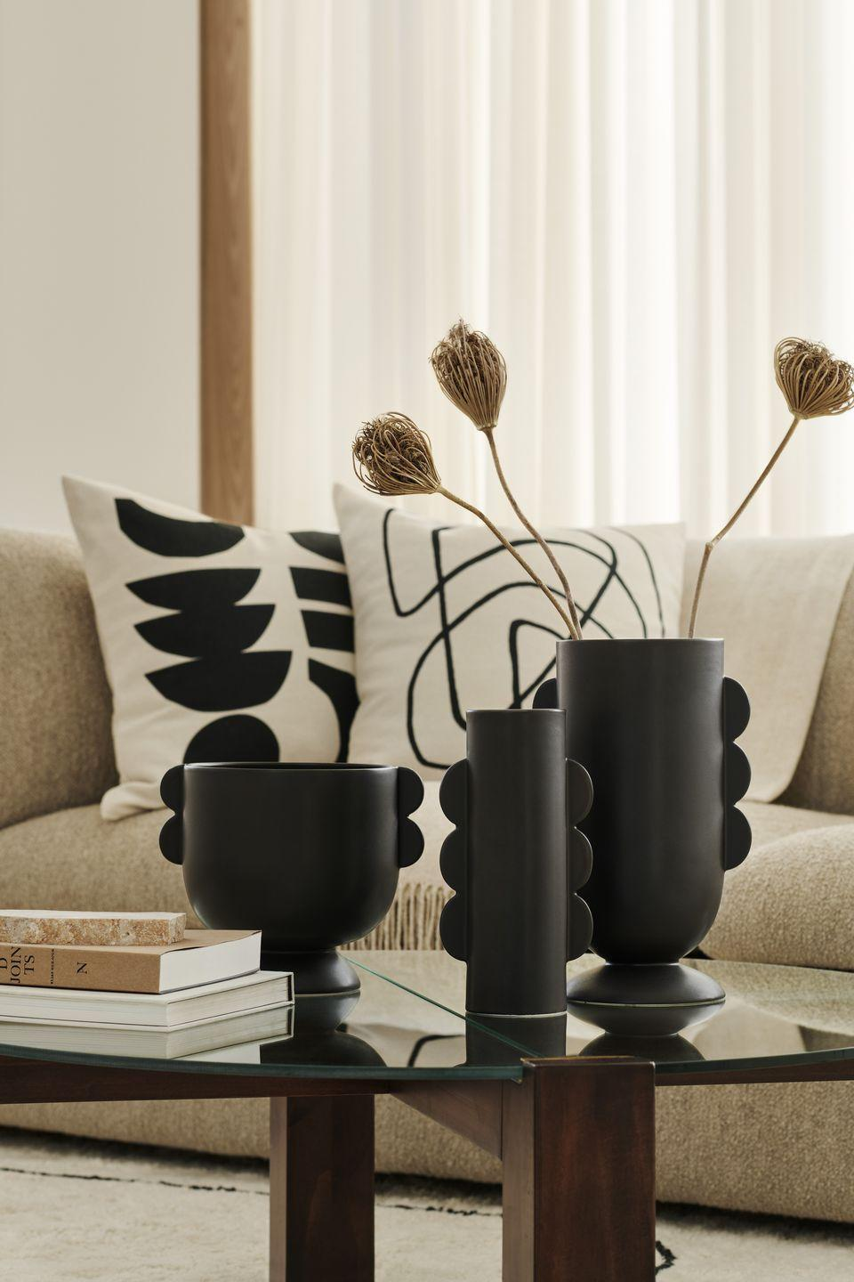 """<p>'Sculptures and sculptural shapes are central in this trend, where we inspire our customers to freshen up their homes and get ready to greet a lighter season,' say the team at H&M Home. </p><p><a class=""""link rapid-noclick-resp"""" href=""""https://go.redirectingat.com?id=127X1599956&url=https%3A%2F%2Fwww2.hm.com%2Fen_gb%2Fhome.html&sref=https%3A%2F%2Fwww.housebeautiful.com%2Fuk%2Flifestyle%2Fshopping%2Fg35116386%2Fhandm-home-spring%2F"""" rel=""""nofollow noopener"""" target=""""_blank"""" data-ylk=""""slk:SHOP H&M HOME"""">SHOP H&M HOME</a> </p>"""